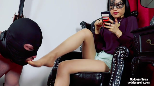 Asian Mistress Goddess Seira - Playing with My phone while being worshipped 03 00012