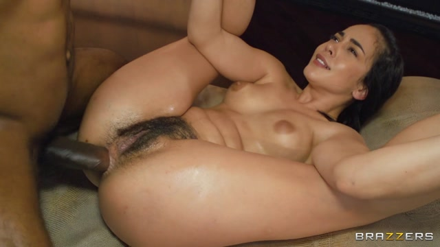 Brazzers - BrazzersExxtra presents Ginebra Bellucci Oiling Up Her Leather-Clad Ass – 18.07.2021 00014