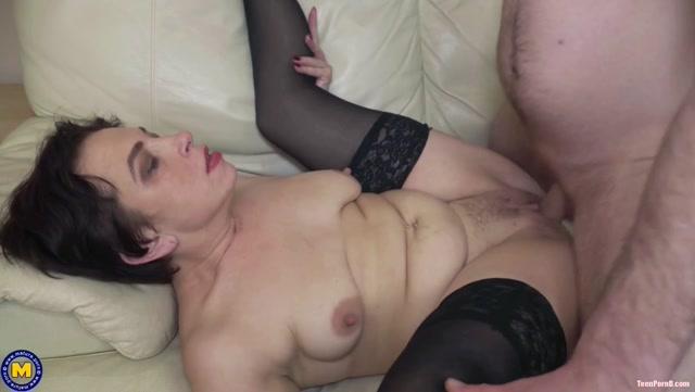 Mature.nl Ivan (23) & Nicola S. (42) - Mature Nicola Has Anal Sex With a ToyBoy 00009