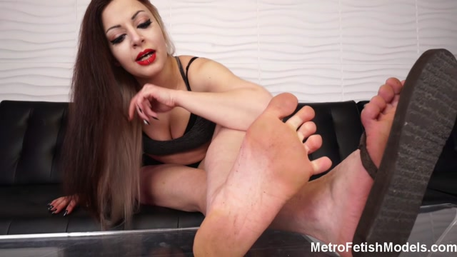 Metro Fetish Models - Mistress Isobel Gives You A Dose Of Her Dirty Feet 00004