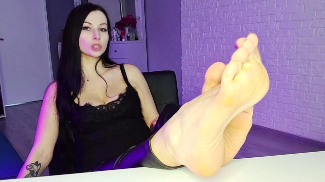 Miss Daria - Submit to my feet 00011