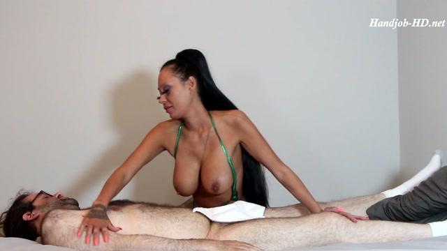 Big Boob Massage Parlor Girl Willow Lansky Gives the Best Happy Endings - Willow Lansky - HandJob 00007