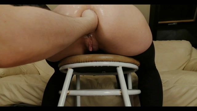 Dismoralica ass on chair fisted and prolapsed 00000