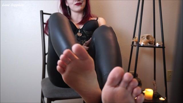 Luna Sapphire - Sorceress Sapphire Foot Spell 00006