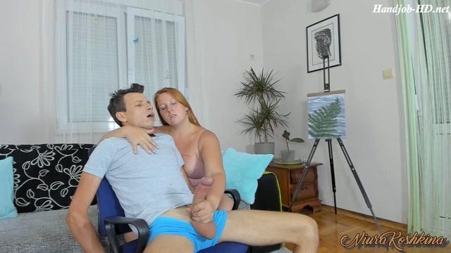 Mom Caught Son Jerking His Big Cock And Handjob Him Until He Cums - NiuraKoshkina - HandJob 00003