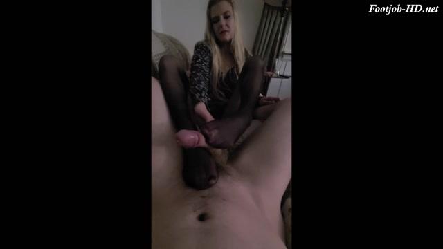 Pantyhose Footjob - Blondie69669 - FootJob 00001