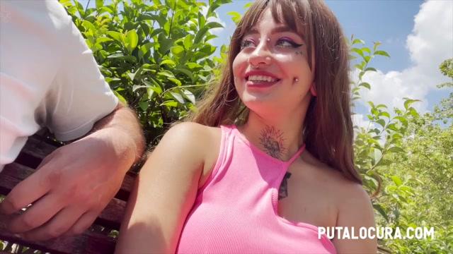 PutaLocura presents Deedee LA PILLO MEANDO - I CATCH HER PISSING – 10.09.2021 00001