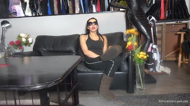 Gaiapadrona 13-02-2021 - Piedi e calzini sudati e puzzolenti Sweaty and stinky feet  00000
