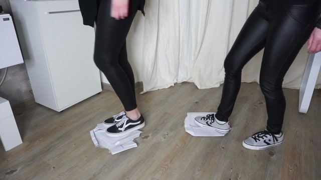 Queen Tiffany - Vans & Converse Trampling with two Goddesses 00006