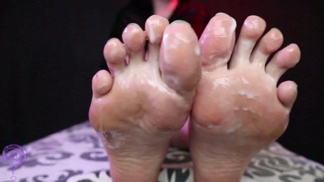 The Goddess Clue - Eat His Cum Off My Feet 00010