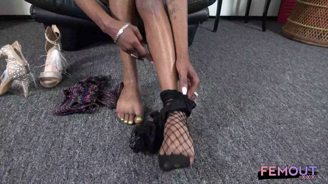 femout 2021 06 08 malayissa plays with her cock 00004